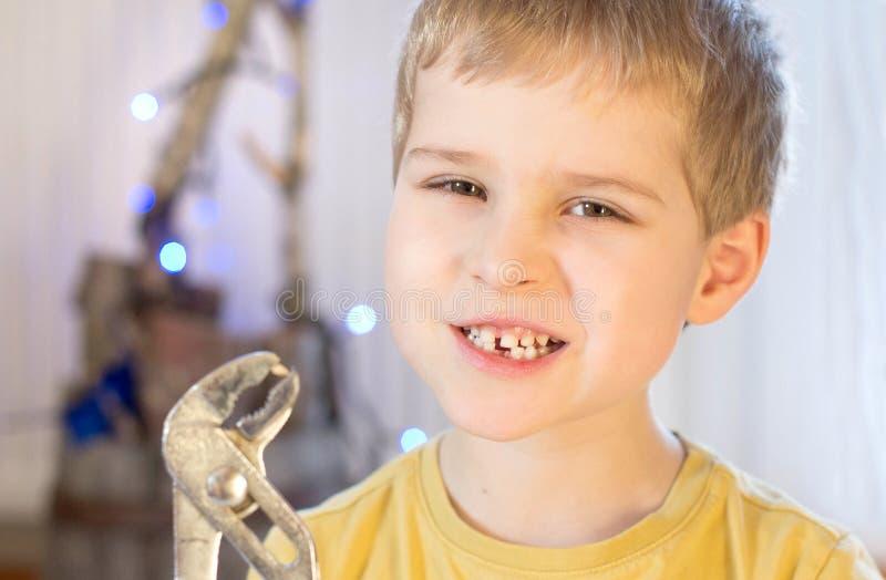 Borttappat mjölka tanden arkivfoto