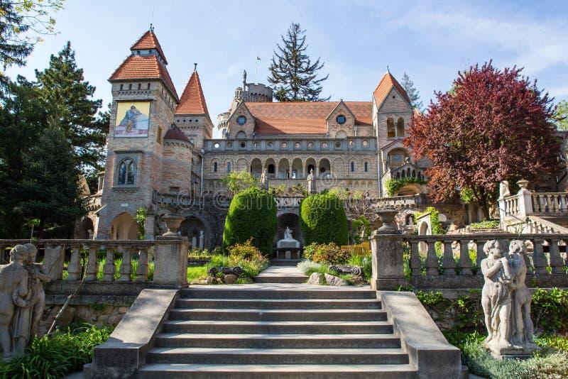 Bory Var, castelo gracioso construído por um homem Bory Jeno no Szekesfehervar, Hungria imagens de stock