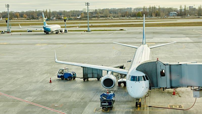 Boryspil, Ουκρανία Βοήθεια εδάφους αεροσκαφών στοκ φωτογραφία