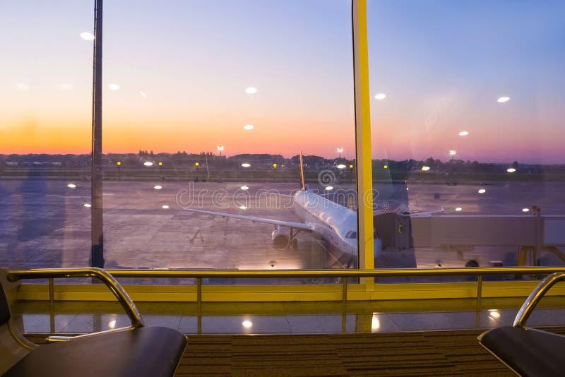 Boryspil, Ucrânia 28 de abril de 2018: Partidas Salão no aeroporto internacional Boryspil Calendário das Chegada-partidas foto de stock royalty free