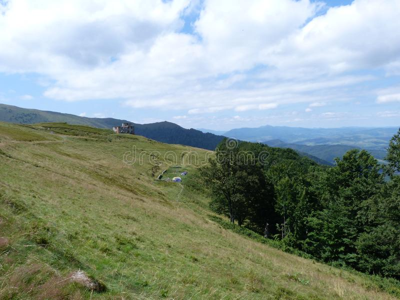 Borzhava乌克兰喀尔巴汗的山脉在Volovets附近村庄的, Transcarpathian地区 乌克兰 08 07 2016年 免版税库存照片