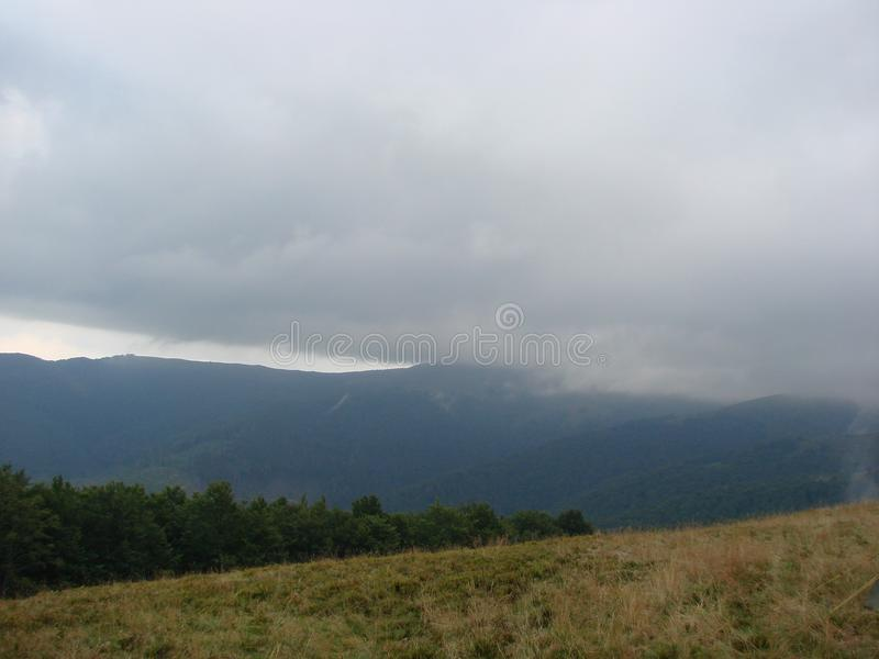 Borzhava-Gebirgszug der ukrainischen Karpaten in der Transcarpathian Region ukraine Sommer 2016 lizenzfreies stockbild