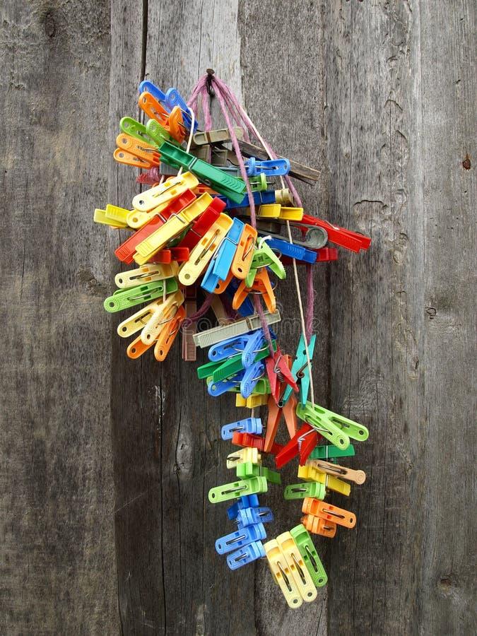 bos van kleurrijke doekpinnen royalty-vrije stock afbeelding