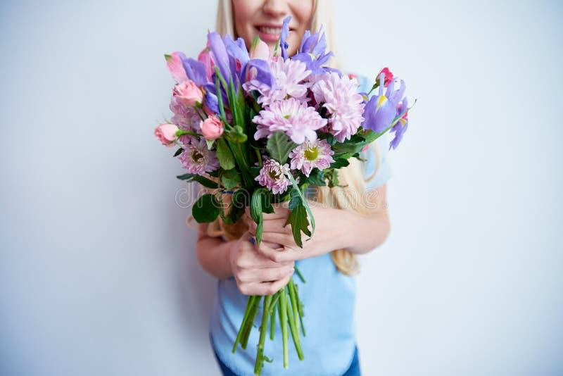 Bos van mooie bloemen stock fotografie