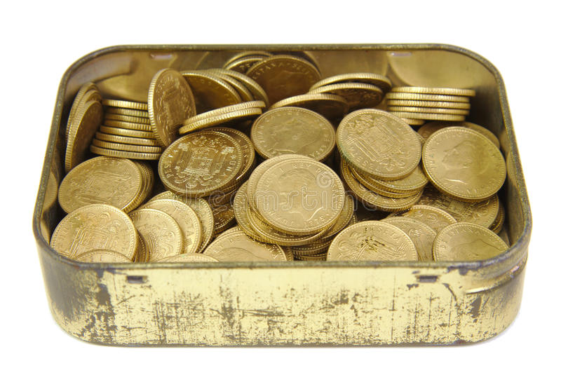 Bos van oude Spaanse muntstukken in een gouden doos stock afbeelding