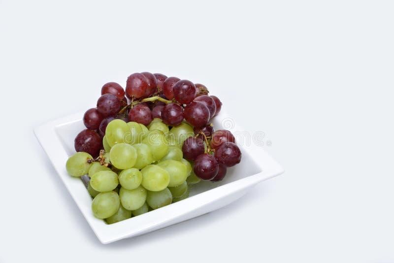 Bos van rode en groene druiven stock fotografie