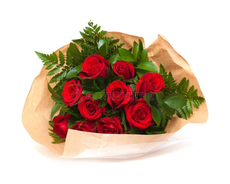 Bos van rode rozen in bloemist het verpakken royalty-vrije stock afbeelding