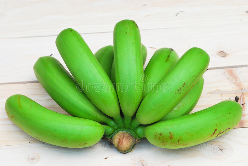 Bos van ruwe bananen stock foto