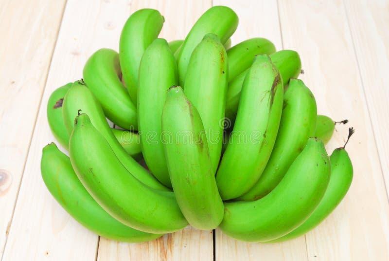 Bos van ruwe bananen stock afbeelding