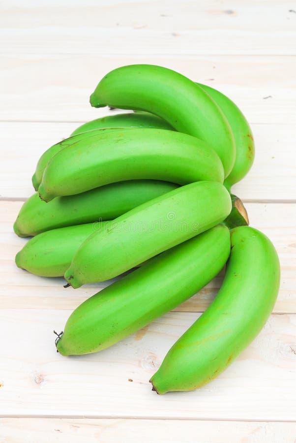 Bos van ruwe bananen royalty-vrije stock afbeeldingen