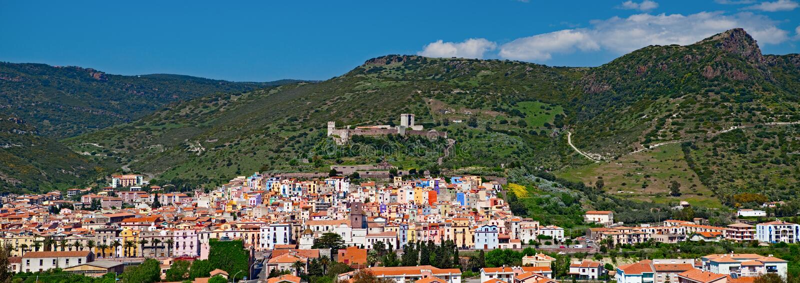 bosa城市意大利oristano撒丁岛 图库摄影
