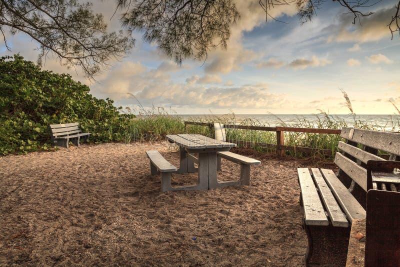 Bench Vergeet De Plaaier Van De Stad Anna Maria Island Stock Afbeelding Afbeelding Bestaande Uit Stoel Pijler 169703665