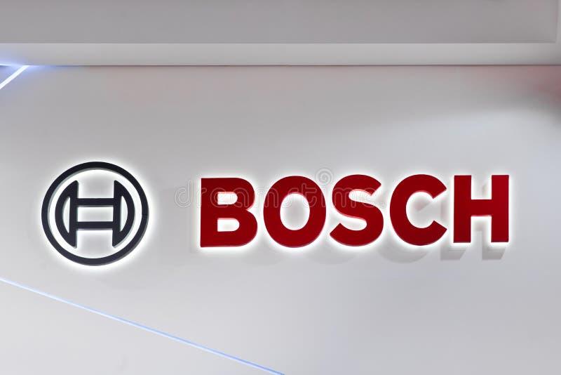 Bosch商标在墙壁上的公司标志 Bosch是德国多民族工程学和电子公司 库存图片