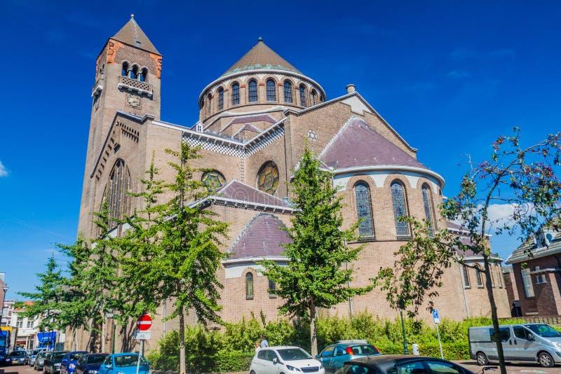 BOSCH DO ANTRO, PAÍSES BAIXOS - 30 DE AGOSTO DE 2016: Jheronimus Bosch Art Center em uma antiga igreja em Den Bosch, Netherlan fotos de stock