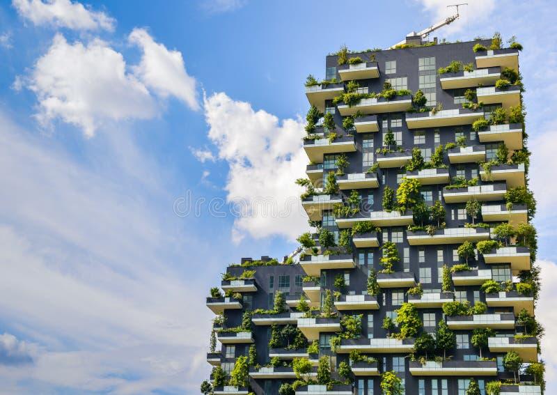 Bosco Verticale, Milão, Itália imagens de stock royalty free