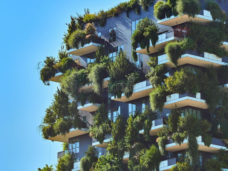 Bosco Verticale Pionowo las Projektujący Stefano Boeri, podtrzymywalna architektura w Porta Nuova okręgu w Mediolan, obrazy stock