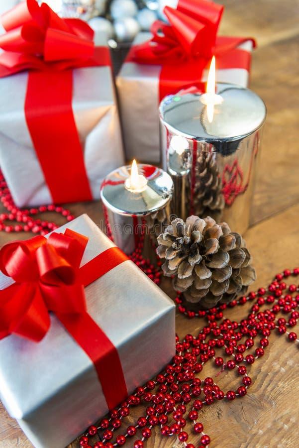 Boses y velas del regalo para la Navidad fotos de archivo libres de regalías