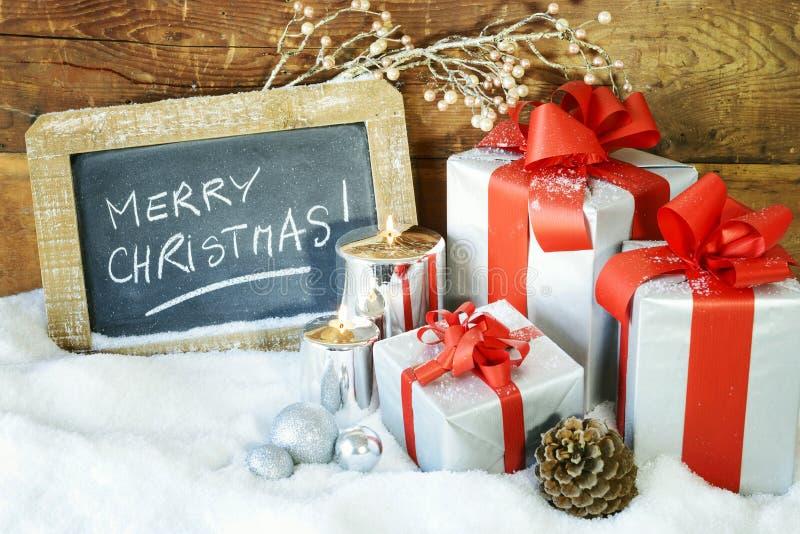 Boses y velas del regalo para la Navidad foto de archivo libre de regalías