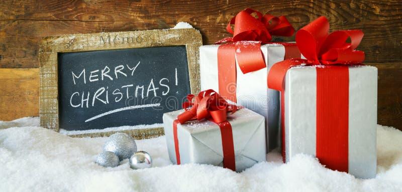 Boses y velas del regalo para la Navidad imagenes de archivo