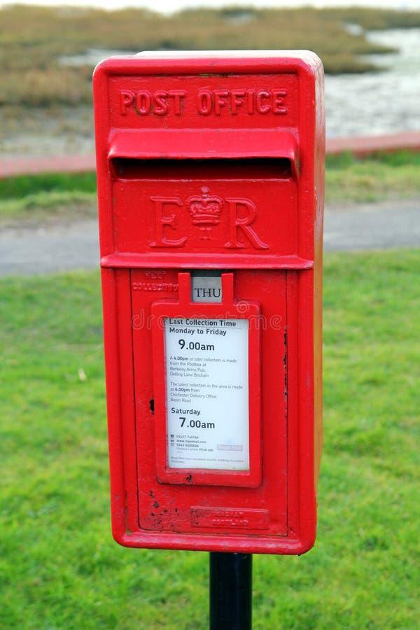 Bosham, Σάσσεξ, UK - 15 Φεβρουαρίου 2017: Παραδοσιακή κόκκινη βρετανική θέση στοκ εικόνα