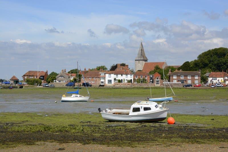 Bosham på lågvatten sussex england arkivbilder