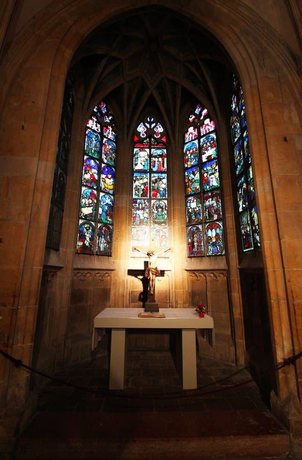 Boska iluminacja wśrodku starego kościół zdjęcia royalty free