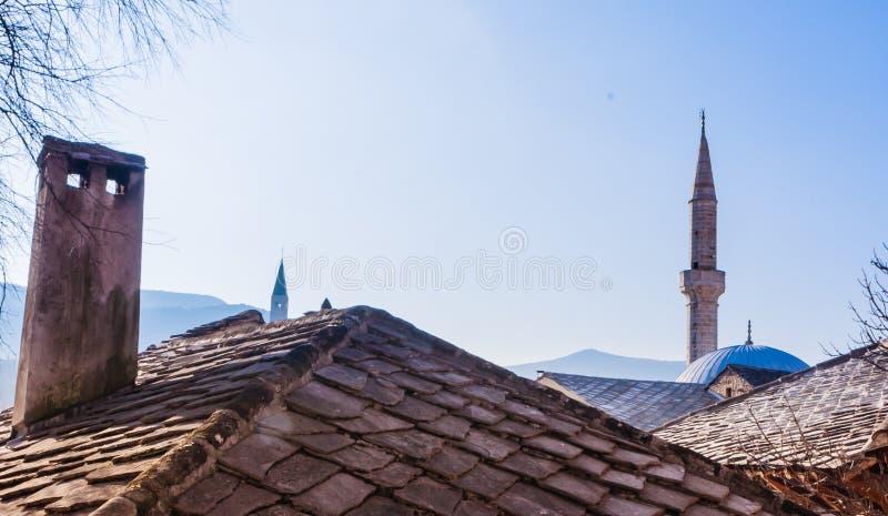Bosnië: daken en horizon van Mostar, oude die stad na mostari wordt genoemd van brugbewaarders die in de middeleeuwse tijden bew royalty-vrije stock foto