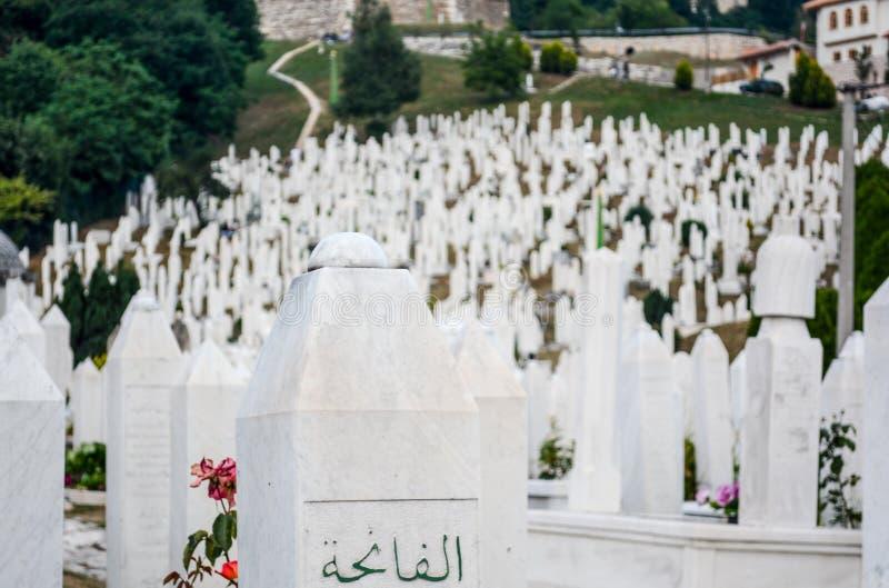 Bosnienkyrkog?rdmuslim sarajevo arkivfoton