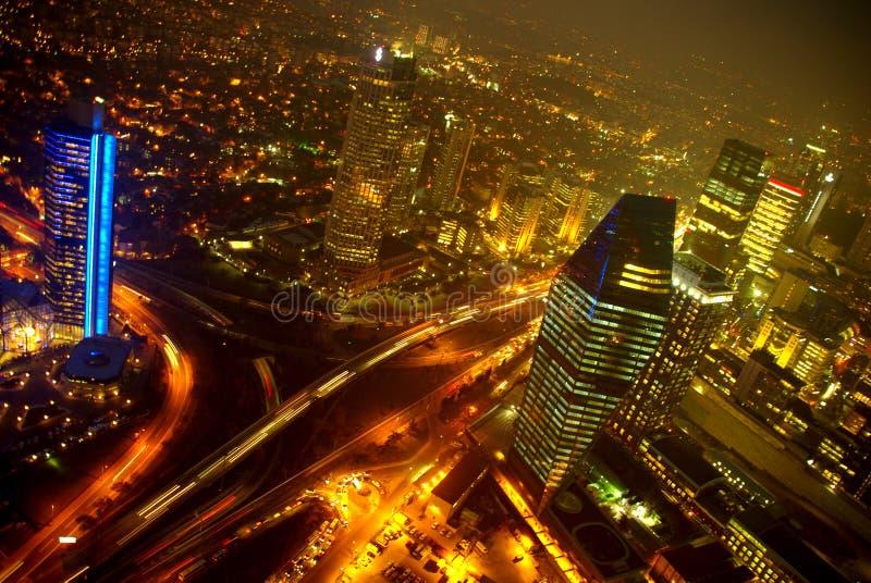 bosphorus桥梁城市伊斯坦布尔点燃晚上视图 免版税库存照片