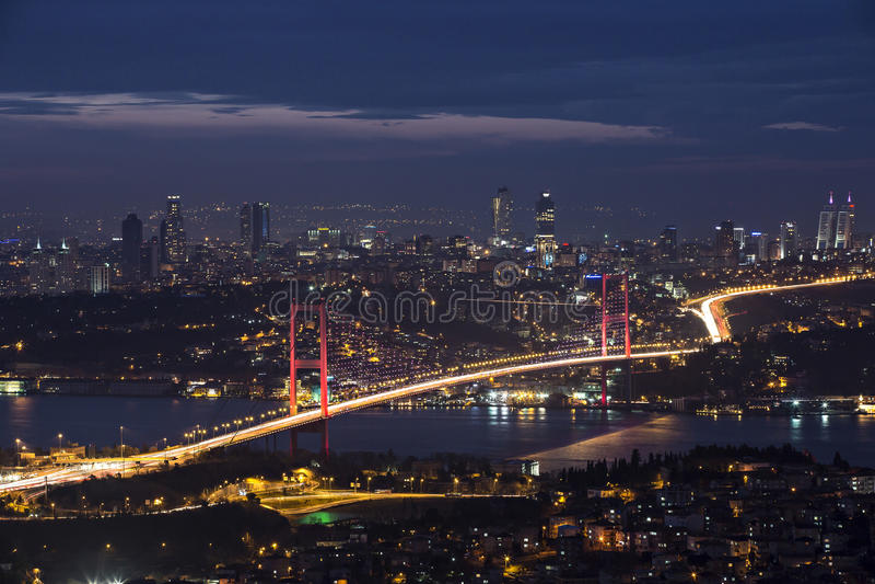Bosphorus και γέφυρα τη νύχτα, Ιστανμπούλ στοκ εικόνες με δικαίωμα ελεύθερης χρήσης