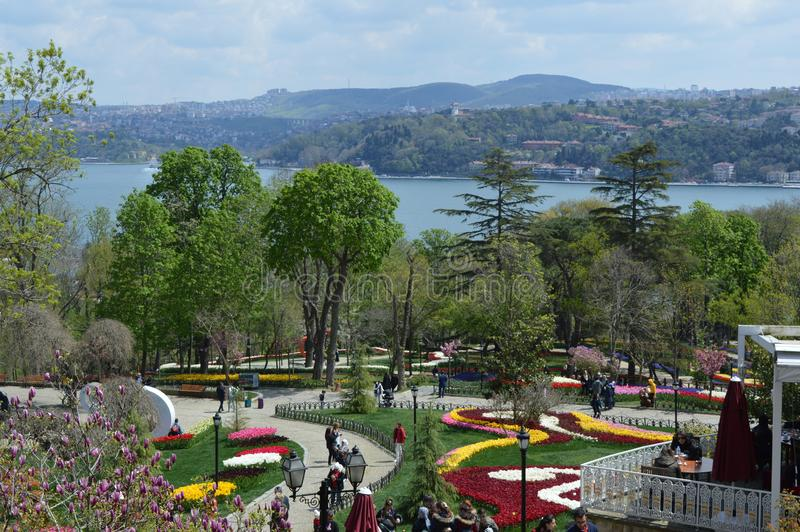 Bosphorus, Ansicht von Emirgan-Park lizenzfreies stockbild