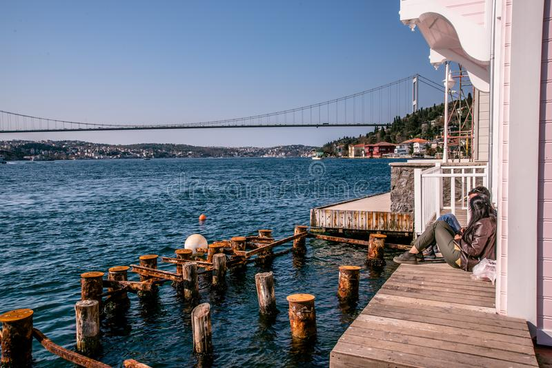 Bosphorus, castello di Rumelian e Fatih Sultan Mehmet Bridge immagini stock libere da diritti