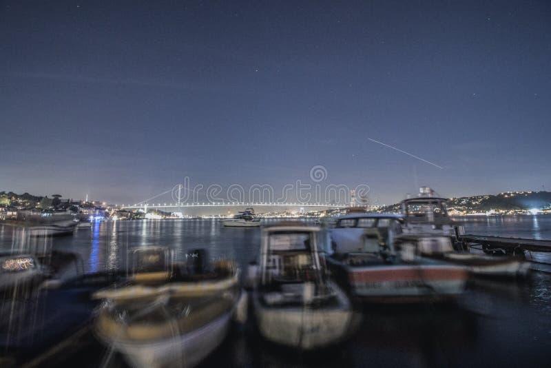 Bosphorus na noite foto de stock