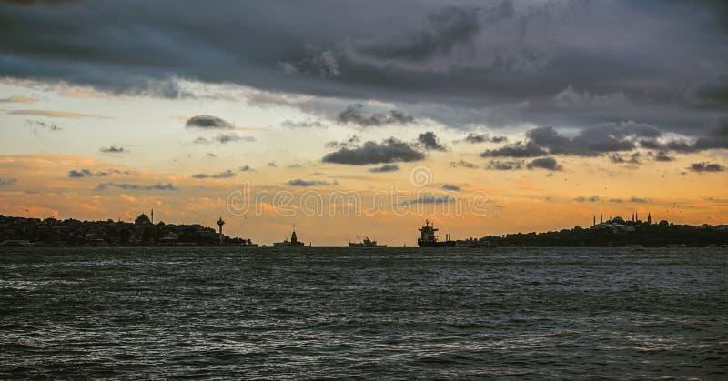 Bosphorus no por do sol fotos de stock