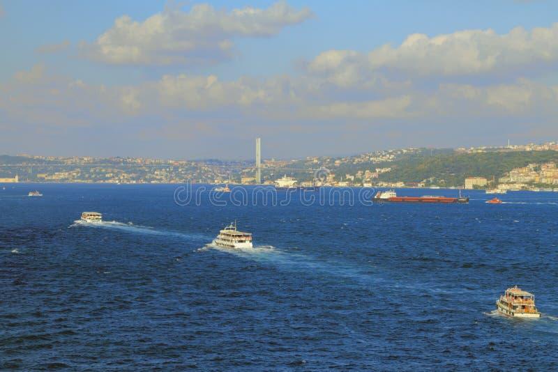 Bosphorus-Straße, Ataturk-Brücke Istanbul, die Türkei lizenzfreie stockfotos