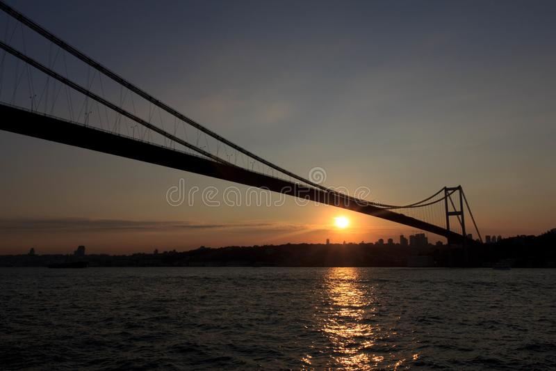 Bosporus-Brücke im Sonnenuntergang lizenzfreie stockfotografie
