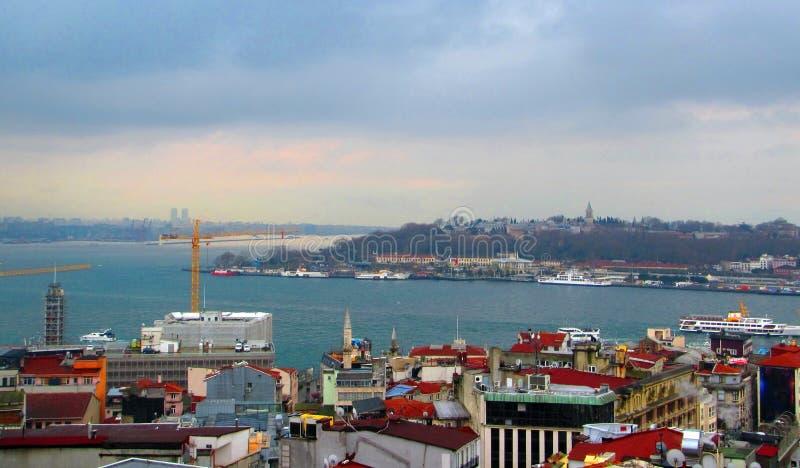 Bosporus-Straße und Istanbul, die Türkei lizenzfreie stockbilder