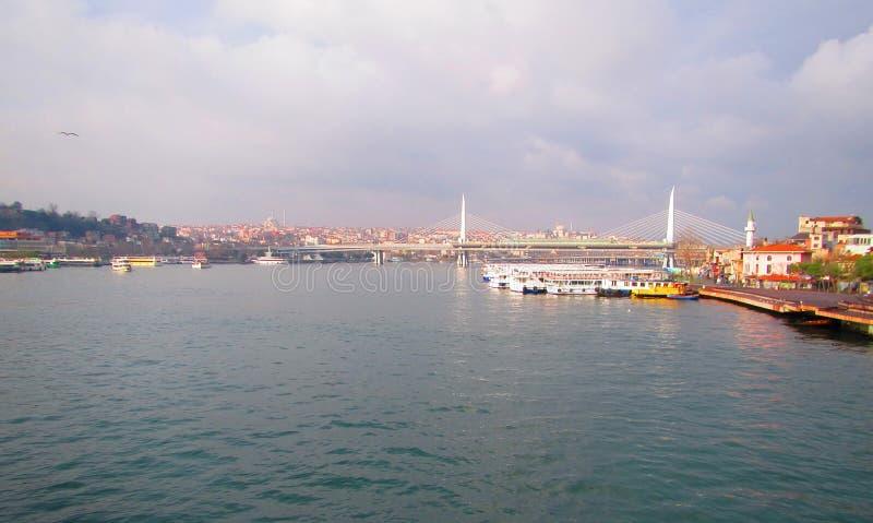 Bosporus-Straße und Istanbul, die Türkei stockbild