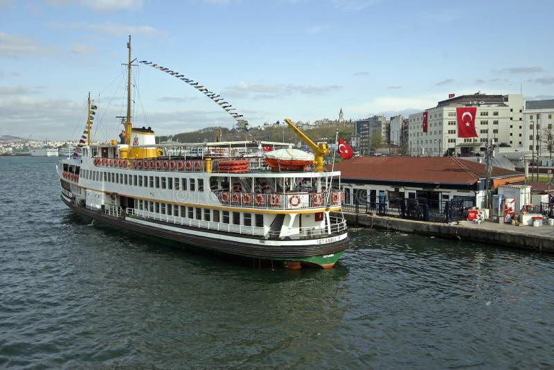 Bosporus-Transport für Tourismus in Istanbul stockfotos