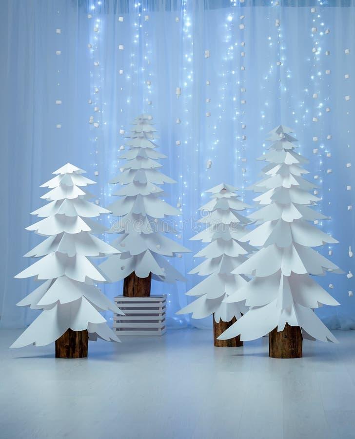 Bosque fantástico de los árboles de navidad de papel verticales fotografía de archivo
