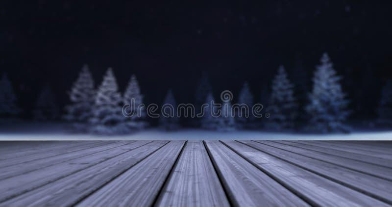 Bosque mágico del invierno con el frente de madera de la cubierta en la tarde imagenes de archivo