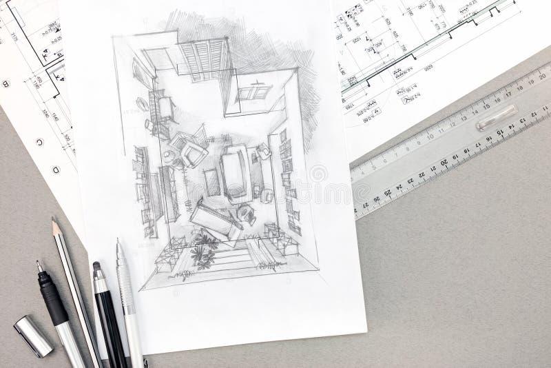 Bosquejo arquitectónico con el dibujo y los lápices técnicos en el escritorio fotografía de archivo