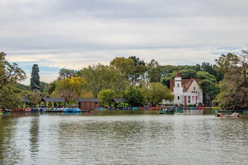 Bosques De Palermo Palermo Woods See mit Sivori-Museum auf Hintergrund - Buenos Aires, Argentinien stockbilder
