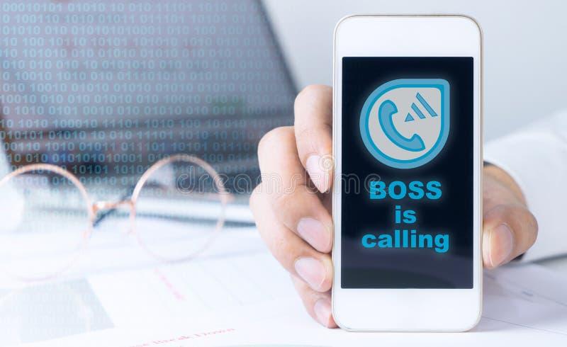 Boss está invitando al teléfono del oficinista foto de archivo libre de regalías