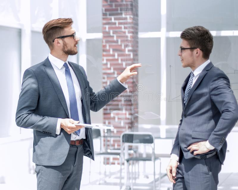 Boss talking to an employee in the office royalty free stock photos