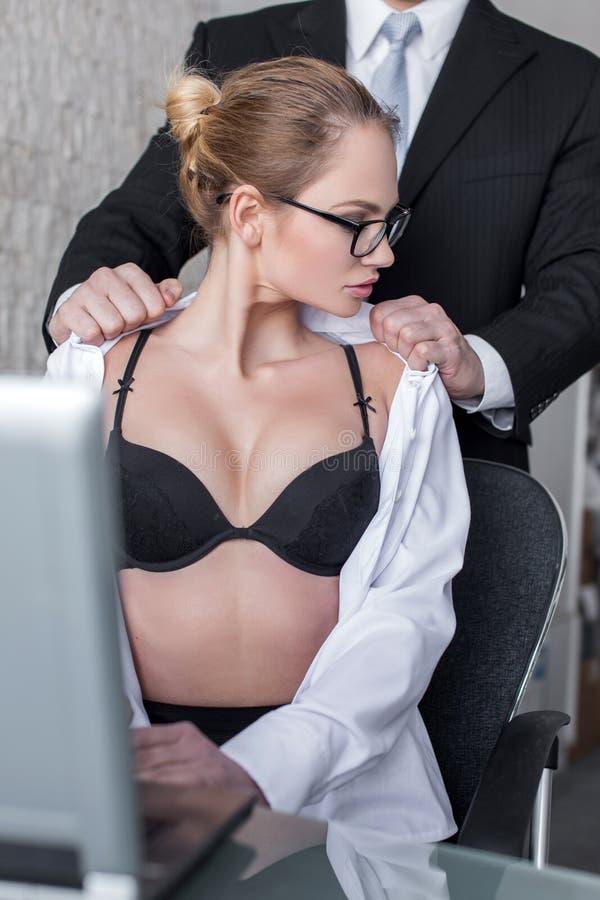 Разборки с милой секретаршей на офисном столе шефа