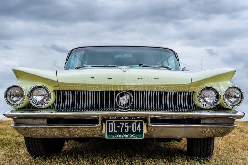 BOSSCHENHOOFD/NETHERLANDS-JUNE 17, 2018: frontowy widok Buick klasyczni elektra przy klasycznym samochodowym meetin zdjęcia stock