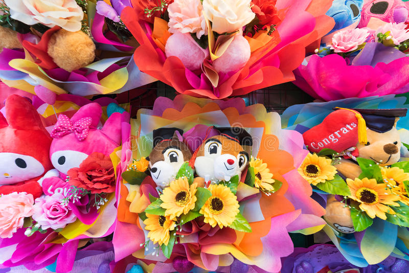 Bossen van leuk zacht speelgoed met bloemen royalty-vrije stock afbeeldingen