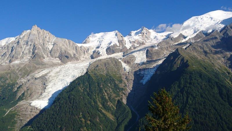 bossons夏慕尼冰川看法在勃朗峰在法国一天在夏天 库存图片