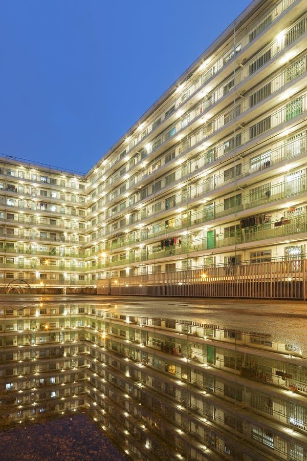 Bostads- byggnad för hög löneförhöjning i den Hong Kong staden royaltyfri bild